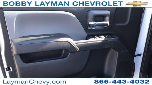 2018 Silverado 3500 Crew Cab DRW 4x4, Platform Body #JF228899 - photo 18