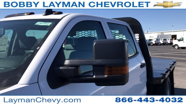 2018 Silverado 3500 Crew Cab DRW 4x4, Platform Body #JF228899 - photo 28