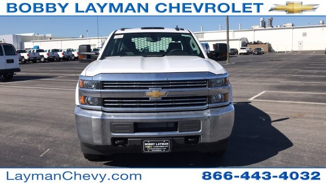 2018 Silverado 3500 Crew Cab DRW 4x4, Platform Body #JF228899 - photo 4