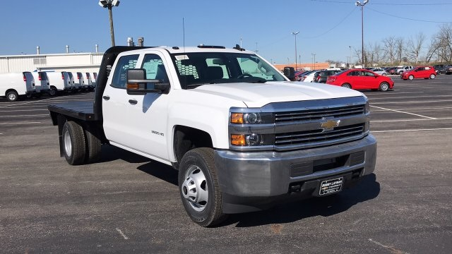 2018 Silverado 3500 Crew Cab DRW 4x4, Platform Body #JF228899 - photo 5