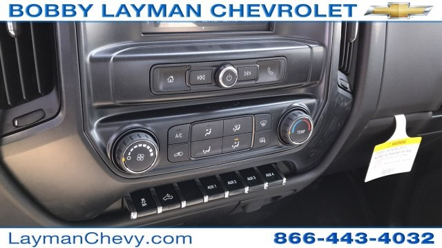 2018 Silverado 3500 Crew Cab DRW 4x4, Platform Body #JF230862 - photo 24
