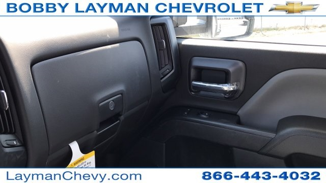 2018 Silverado 3500 Crew Cab DRW 4x4, Platform Body #JF230862 - photo 25