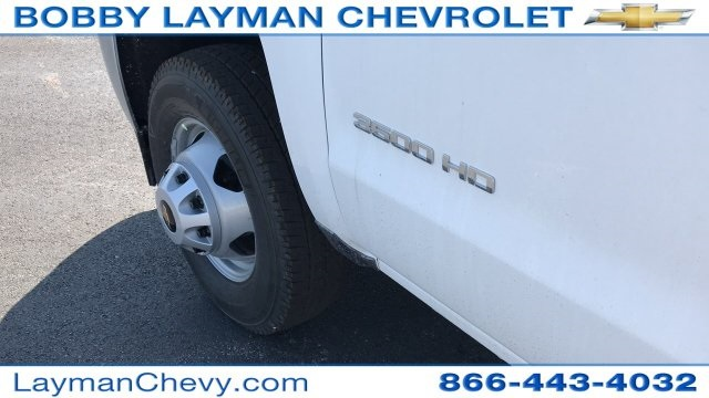 2018 Silverado 3500 Crew Cab DRW 4x4, Platform Body #JF230862 - photo 28