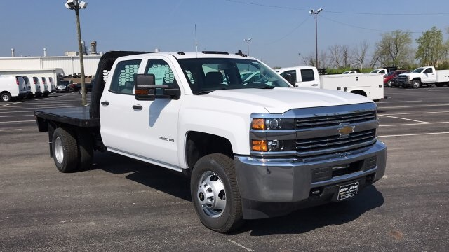 2018 Silverado 3500 Crew Cab DRW 4x4, Platform Body #JF230862 - photo 7