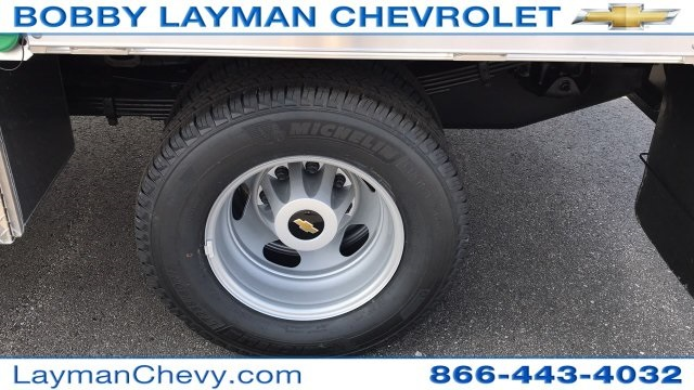 2018 Silverado 3500 Crew Cab DRW 4x4, Platform Body #JF243621 - photo 10