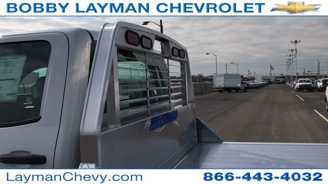 2018 Silverado 3500 Crew Cab DRW 4x4, Platform Body #JF243621 - photo 12