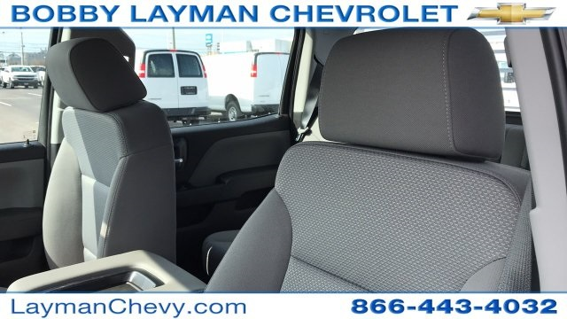 2018 Silverado 3500 Crew Cab DRW 4x4, Platform Body #JF243621 - photo 15