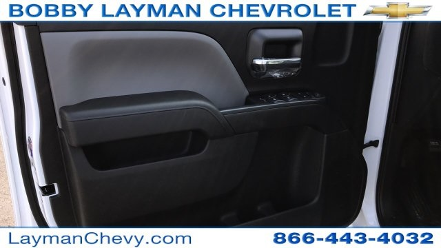 2018 Silverado 3500 Crew Cab DRW 4x4, Platform Body #JF243621 - photo 20