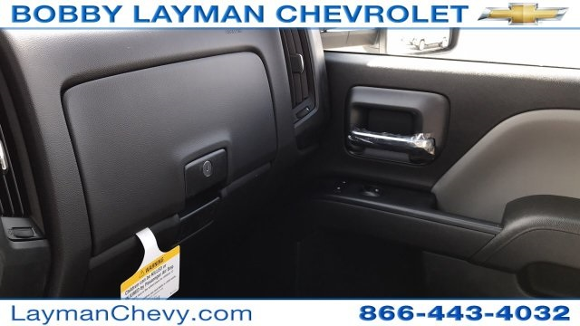 2018 Silverado 3500 Crew Cab DRW 4x4, Platform Body #JF243621 - photo 25