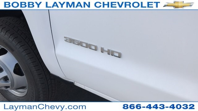 2018 Silverado 3500 Crew Cab DRW 4x4, Platform Body #JF243621 - photo 27