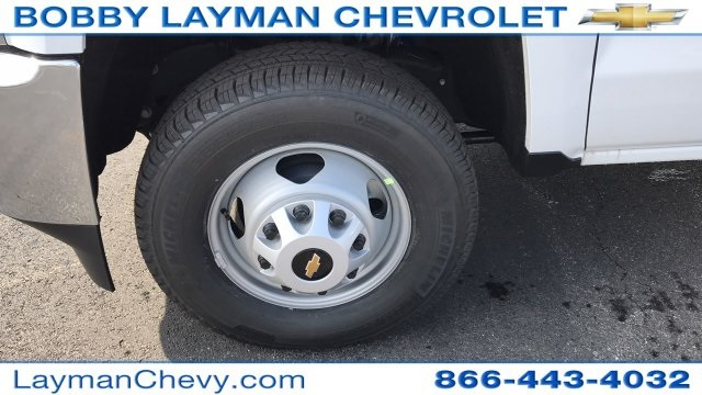 2018 Silverado 3500 Crew Cab DRW 4x4, Platform Body #JF243621 - photo 28