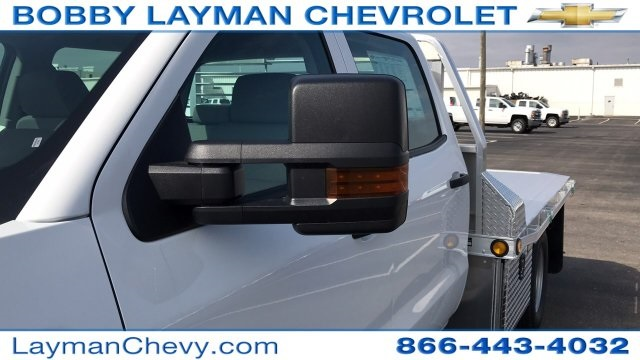 2018 Silverado 3500 Crew Cab DRW 4x4, Platform Body #JF243621 - photo 29