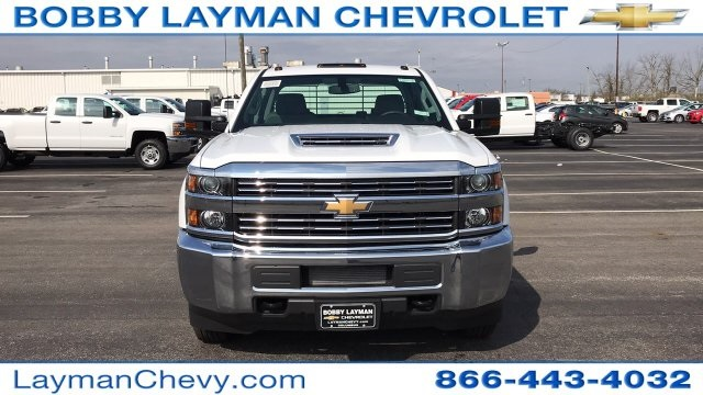 2018 Silverado 3500 Crew Cab DRW 4x4, Platform Body #JF243621 - photo 4