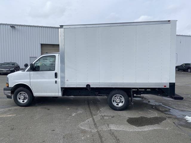 2021 Chevrolet Express 3500 4x2, Supreme Iner-City Cutaway Van #2101650 - photo 3