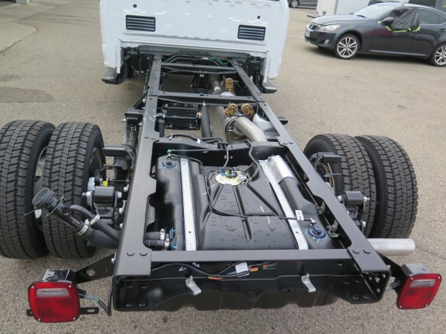 2017 F-550 Regular Cab DRW 4x4, Cab Chassis #72142 - photo 8