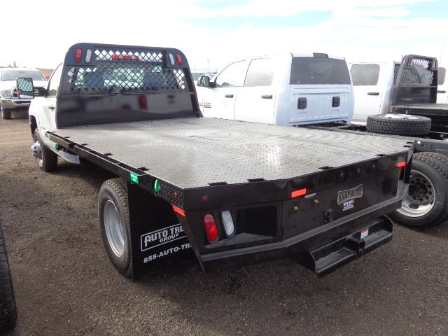 2017 Silverado 3500 Regular Cab 4x4, Platform Body #G723654 - photo 2