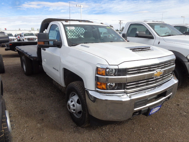 2017 Silverado 3500 Regular Cab 4x4, Platform Body #G723654 - photo 7