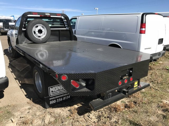 2017 Silverado 3500 Regular Cab DRW 4x4 Platform Body #G735206 - photo 2