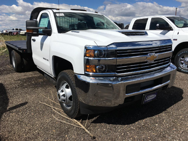 2017 Silverado 3500 Regular Cab 4x4, Platform Body #G783339 - photo 4