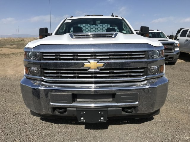 2018 Silverado 3500 Regular Cab DRW 4x4, Platform Body #G816202 - photo 3