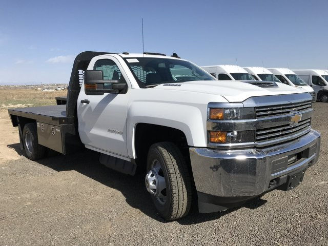 2018 Silverado 3500 Regular Cab DRW 4x4, Platform Body #G816202 - photo 4