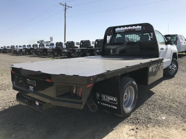 2018 Silverado 3500 Regular Cab DRW 4x4, Platform Body #G816202 - photo 2