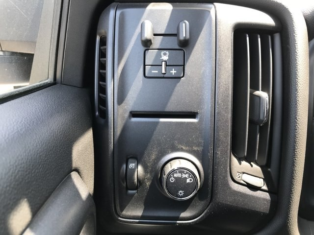 2018 Silverado 3500 Regular Cab DRW 4x4,  Platform Body #G817403 - photo 15