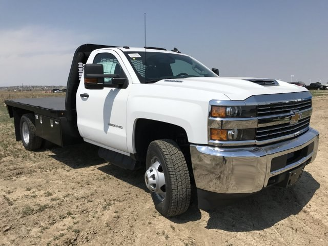 2018 Silverado 3500 Regular Cab DRW 4x4,  Platform Body #G817403 - photo 4