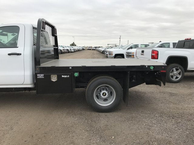 2018 Silverado 3500 Regular Cab DRW 4x4 Platform Body #G828988 - photo 7