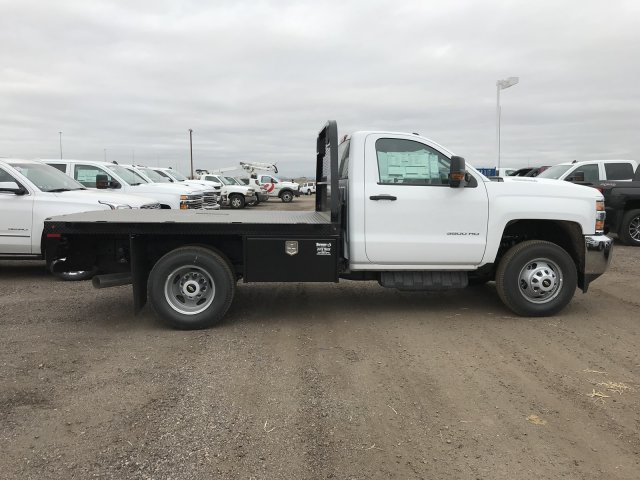 2018 Silverado 3500 Regular Cab DRW 4x4 Platform Body #G828988 - photo 5