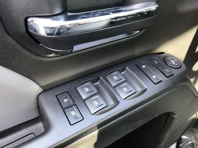 2018 Silverado 2500 Crew Cab 4x4, Pickup #G834091 - photo 9