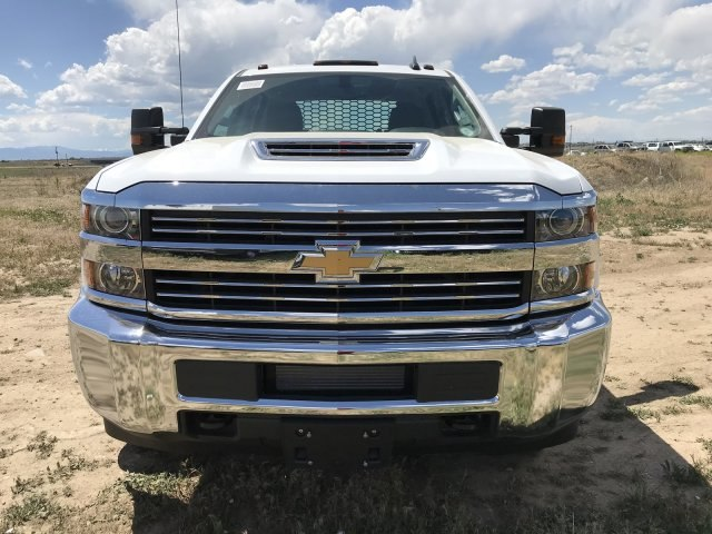2018 Silverado 3500 Crew Cab DRW 4x4,  Platform Body #G855751 - photo 3