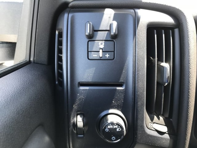 2018 Silverado 3500 Crew Cab 4x4, Pickup #G864472 - photo 17