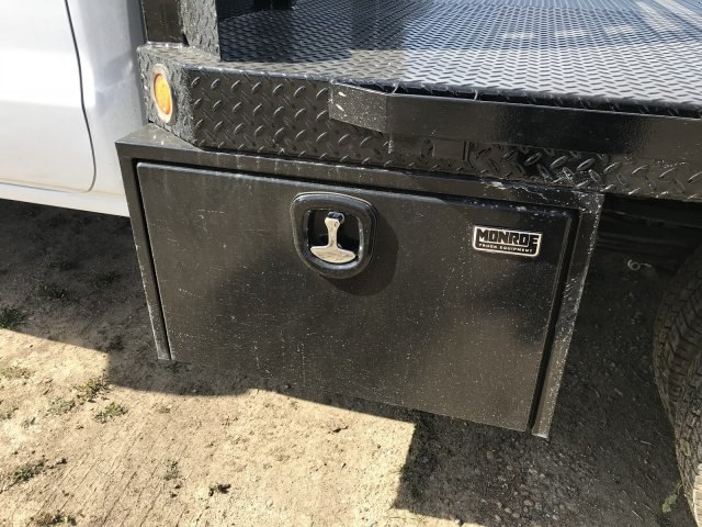 2018 Sierra 3500 Crew Cab DRW 4x4, Platform Body #G835412 - photo 18