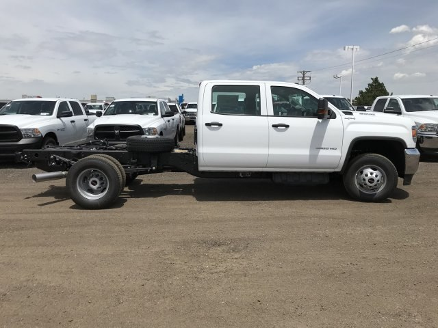 2018 Sierra 3500 Crew Cab DRW 4x4,  Cab Chassis #G867993 - photo 5