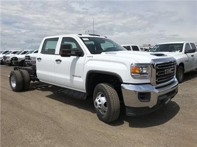 2018 Sierra 3500 Crew Cab DRW 4x4,  Cab Chassis #G869873 - photo 4