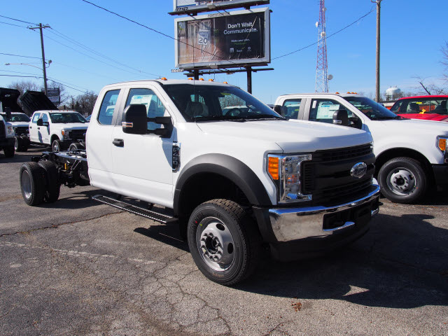 2017 F-450 Super Cab DRW 4x4 Cab Chassis #257903 - photo 3