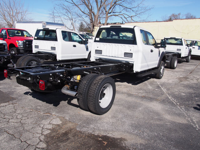 2017 F-450 Super Cab DRW 4x4 Cab Chassis #257903 - photo 2