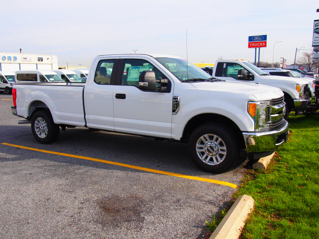 2017 F-250 Super Cab Pickup #258257 - photo 3