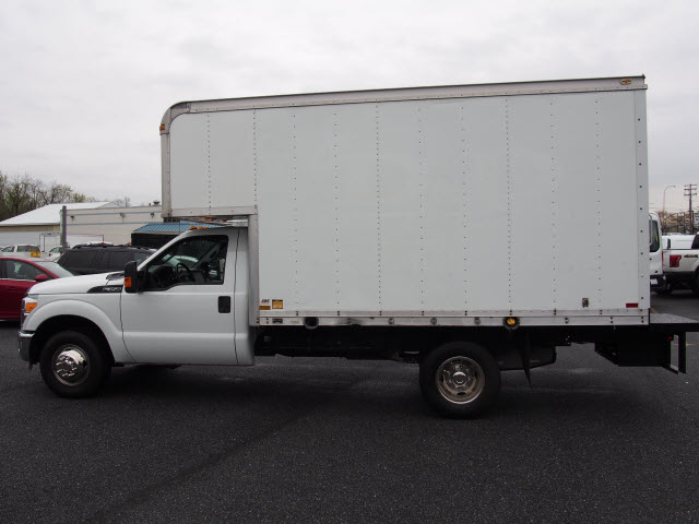 2016 F-350 Regular Cab DRW, Cab Chassis #267430 - photo 6