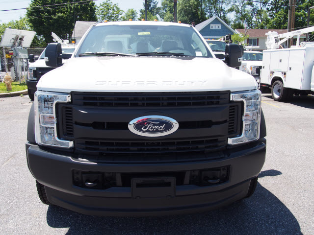 2018 F-550 Regular Cab DRW 4x4,  Cab Chassis #268066 - photo 4