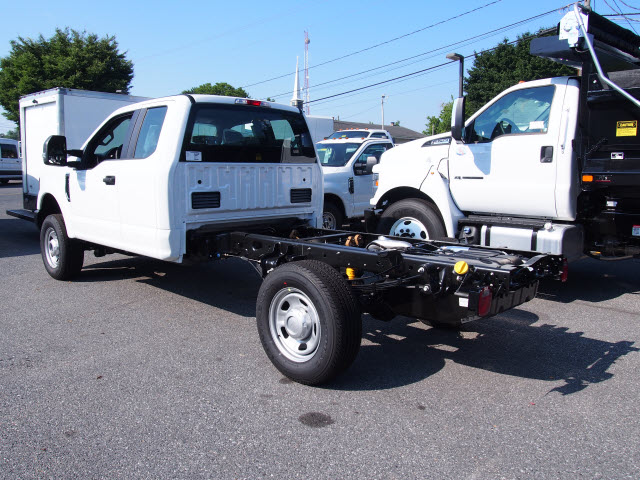 2018 F-350 Super Cab 4x4,  Cab Chassis #269187 - photo 2