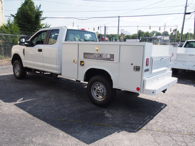 2018 F-250 Super Cab 4x4,  Reading Service Body #269365 - photo 2