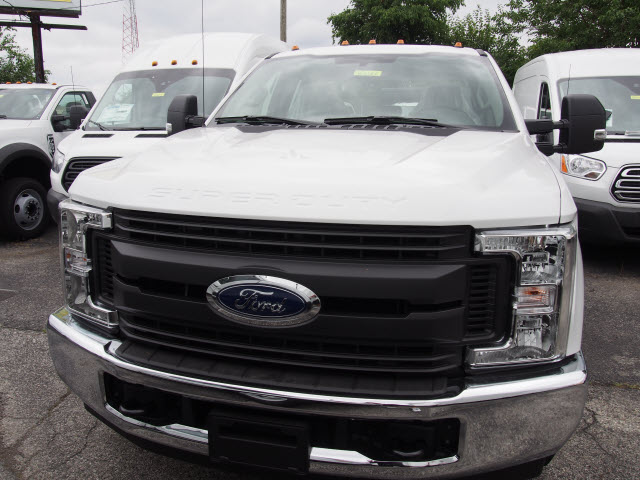 2018 F-350 Super Cab 4x2,  Reading Service Body #269366 - photo 4