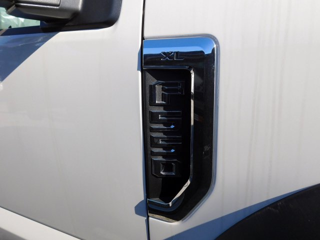 2019 F-550 Regular Cab DRW 4x2,  Cab Chassis #269630 - photo 9