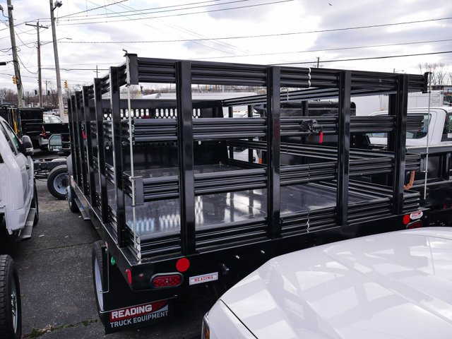 2019 F-550 Super Cab DRW 4x4, Reading Steel Stake Bed #280727 - photo 4