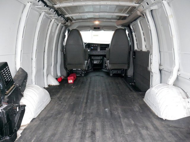 2013 Savana 2500 4x2, Empty Cargo Van #281678 - photo 2