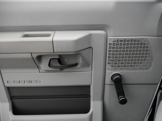 2015 E-350, Cutaway Van #283371 - photo 12