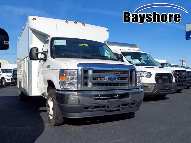 2021 Ford E-450 4x2, Supreme Cutaway Van #289421 - photo 1