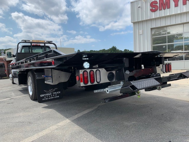 2019 Chevrolet Silverado Medium Duty 4x2, Miller Industries Wrecker Body #5322 - photo 1